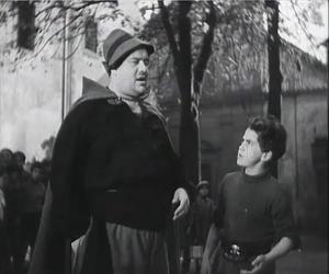 El film Vecchia Guardia (1934), de Alessandro Blasetti. Se trata de una de las obras maestras del cine italiano bajo el fascismo, que representaría la unidad del pueblo italiano bajo el partido fascista.